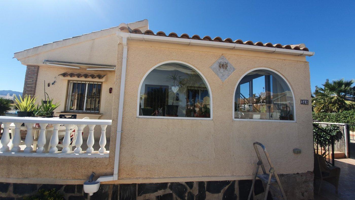 Imagen de la galería 7 of Chalet con piscina con 2 dormitorios en parcela de 700 metros