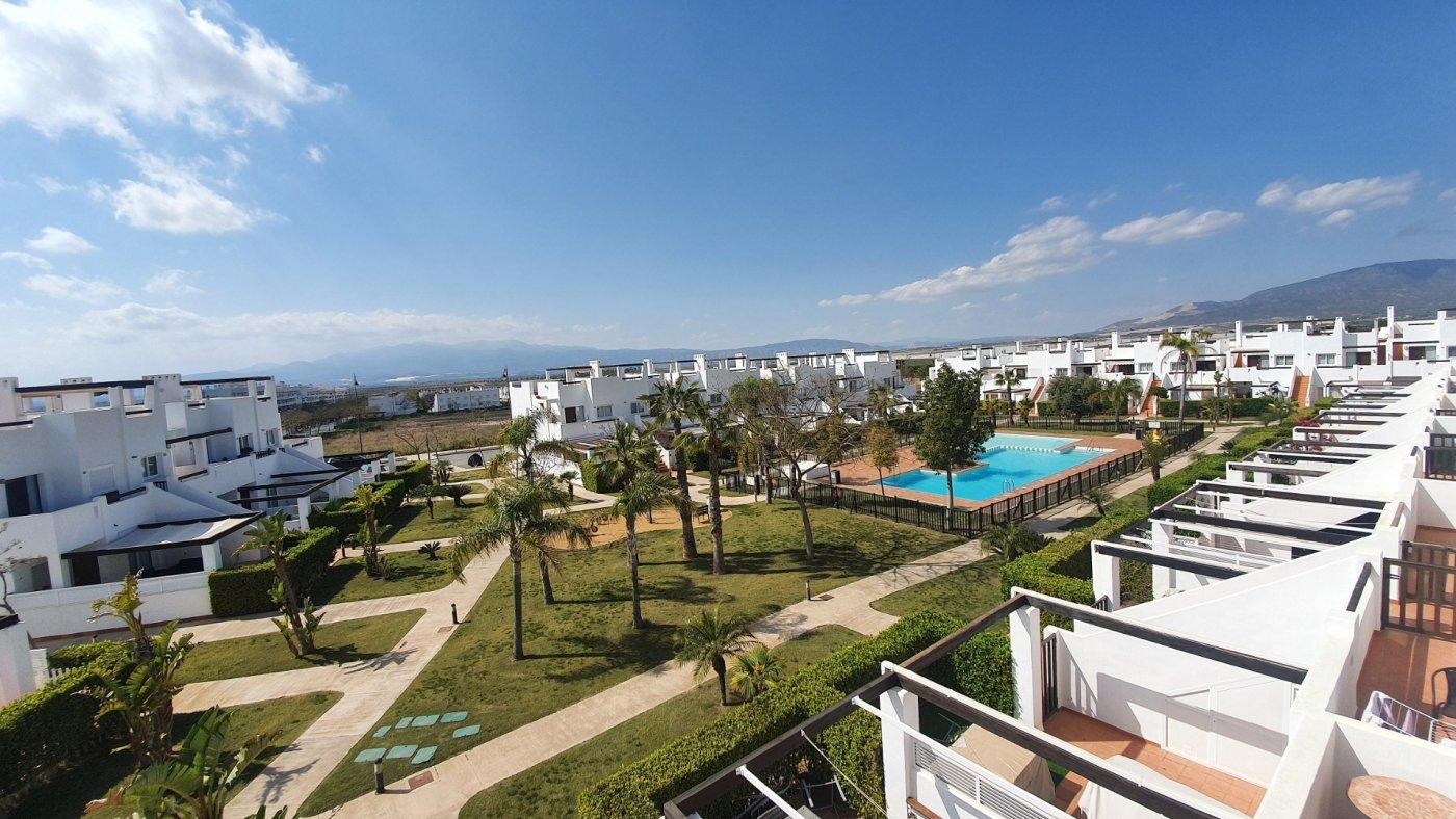 Imagen de la galería 2 of Espectacular atico de 2 dormitorios con terraza y gran solarium y piscina comunitaria en Naranjos 6