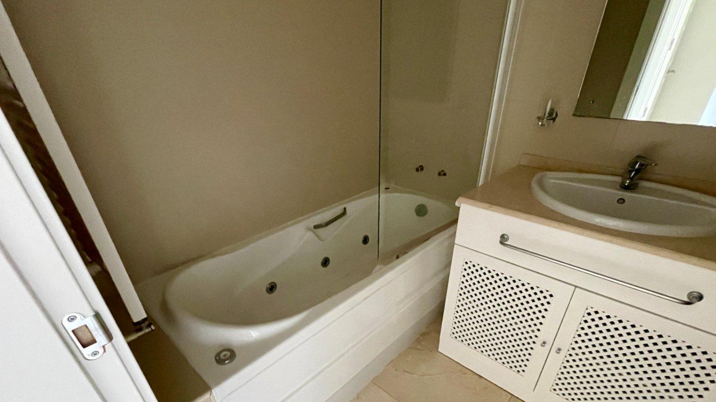 Gallery Image 13 of Hermosa vista, terraza grande de 28 m2, 2 dormitorios, 2 baños, 2do piso en El Valle Golf