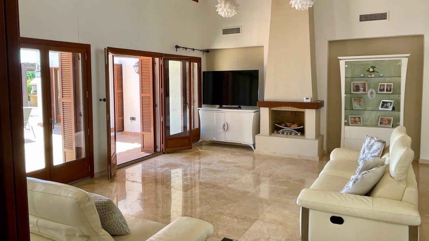 Gallery Image 10 of Absolutamente increíble gran villa en primera línea en El Valle Golf Resort