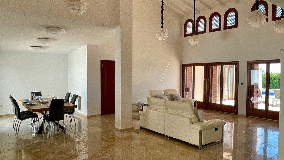 Gallery Image 11 of Absolutamente increíble gran villa en primera línea en El Valle Golf Resort