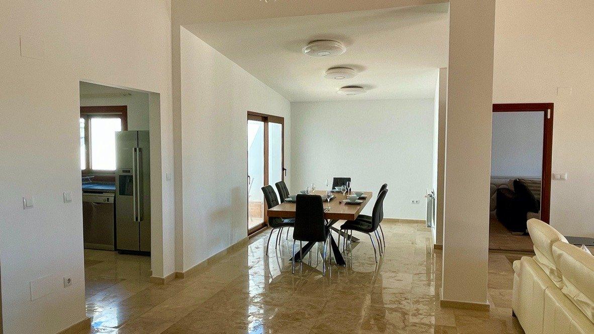 Gallery Image 16 of Absolutamente increíble gran villa en primera línea en El Valle Golf Resort