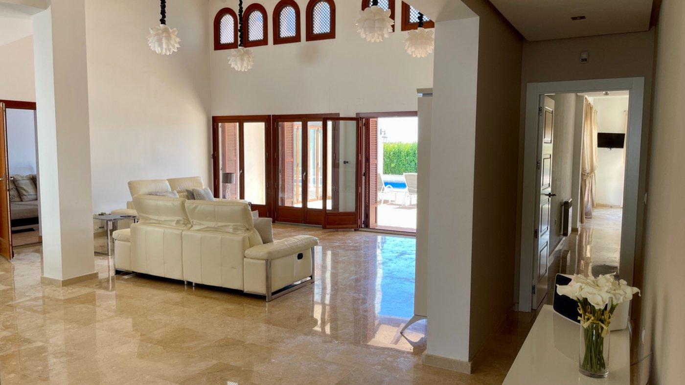 Gallery Image 23 of Absolutamente increíble gran villa en primera línea en El Valle Golf Resort