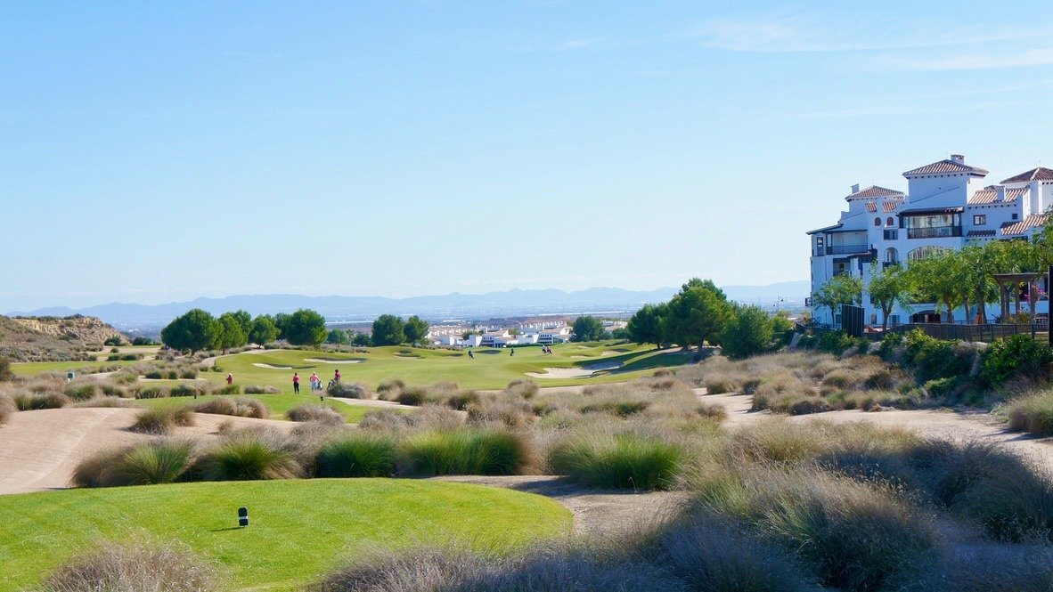 Galleribillede 30 of Kæmpe overdækket terrasse - 3 vær med 2 bad, golf udsigt på El Valle Golf Resort