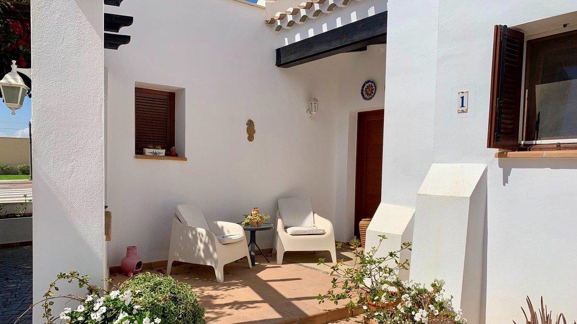 Galleribillede 17 of Velholdt 4 værelses et plans villa på hjørne grund med egen pøl på El Valle Golf Resort