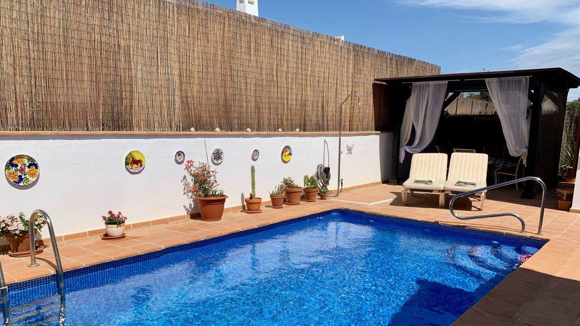 Galleribillede 1 of Velholdt 4 værelses et plans villa på hjørne grund med egen pøl på El Valle Golf Resort