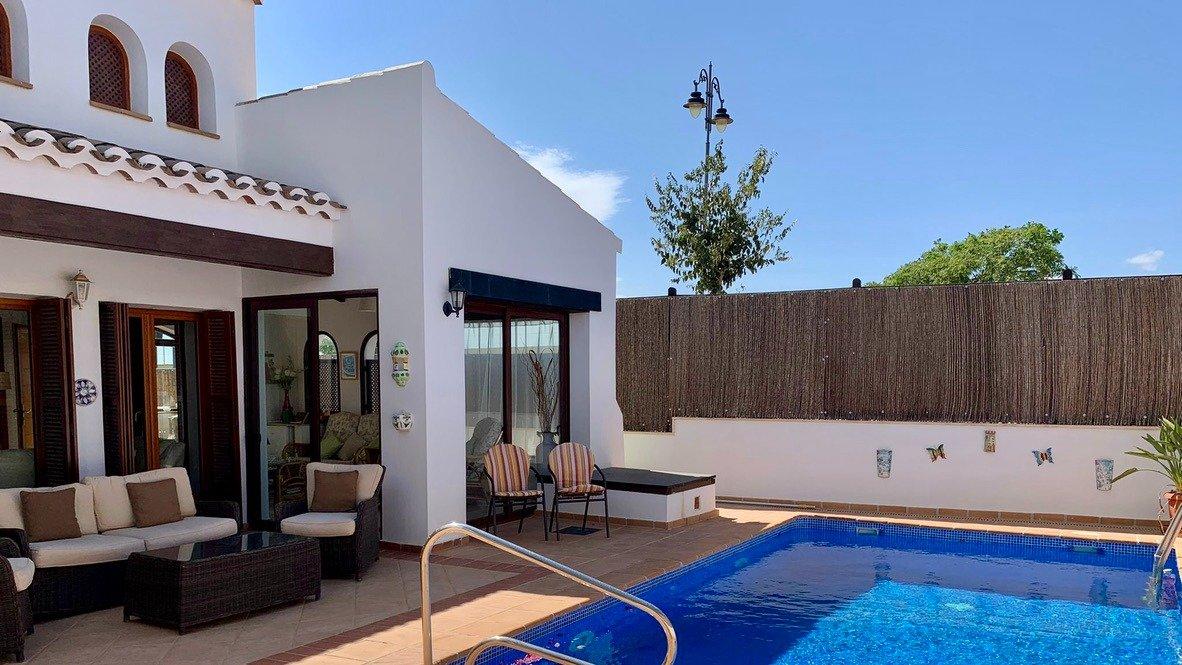 Galleribillede 27 of Velholdt 4 værelses et plans villa på hjørne grund med egen pøl på El Valle Golf Resort