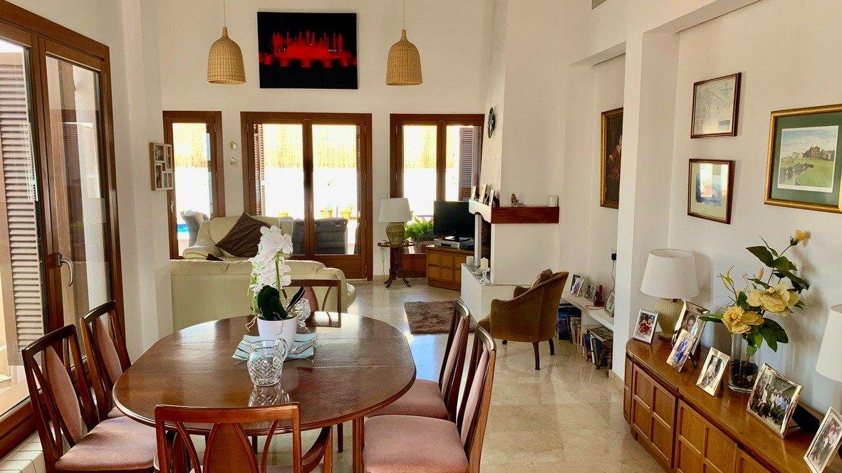 Galleribillede 4 of Velholdt 4 værelses et plans villa på hjørne grund med egen pøl på El Valle Golf Resort