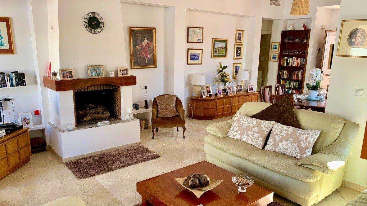 Galleribillede 5 of Velholdt 4 værelses et plans villa på hjørne grund med egen pøl på El Valle Golf Resort