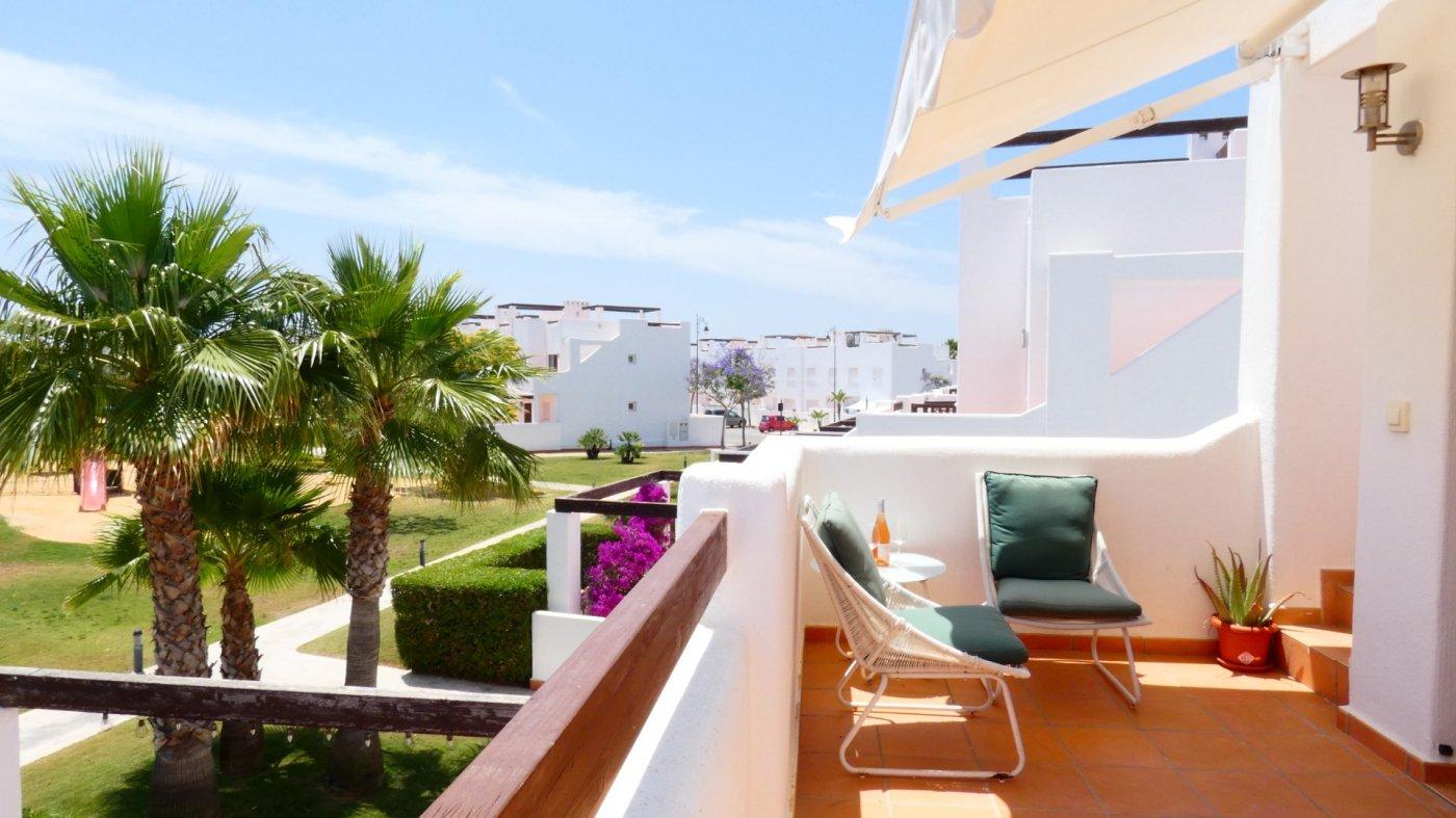 Imagen de la galería 2 of Precioso ático de esquina, 2 dormitorios, gran solarium privado con increíbles vistas panorámicas