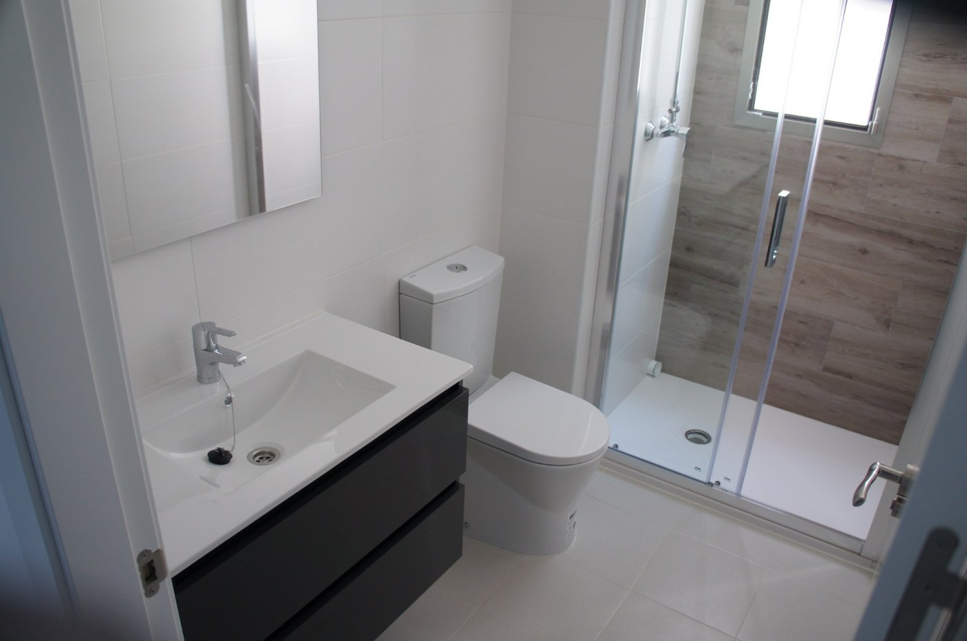 Gallery Image 13 of New build townhouse, bang in the middle of Los Alcazares with private pool and 500 m from the beach