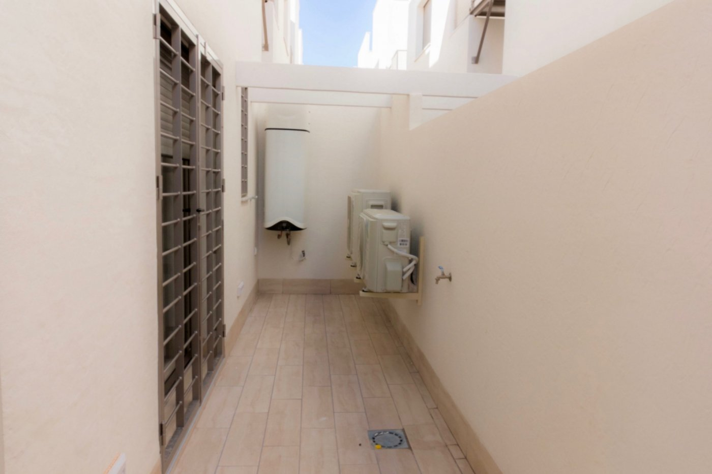 Gallery Image 21 of New build townhouse, bang in the middle of Los Alcazares with private pool and 500 m from the beach