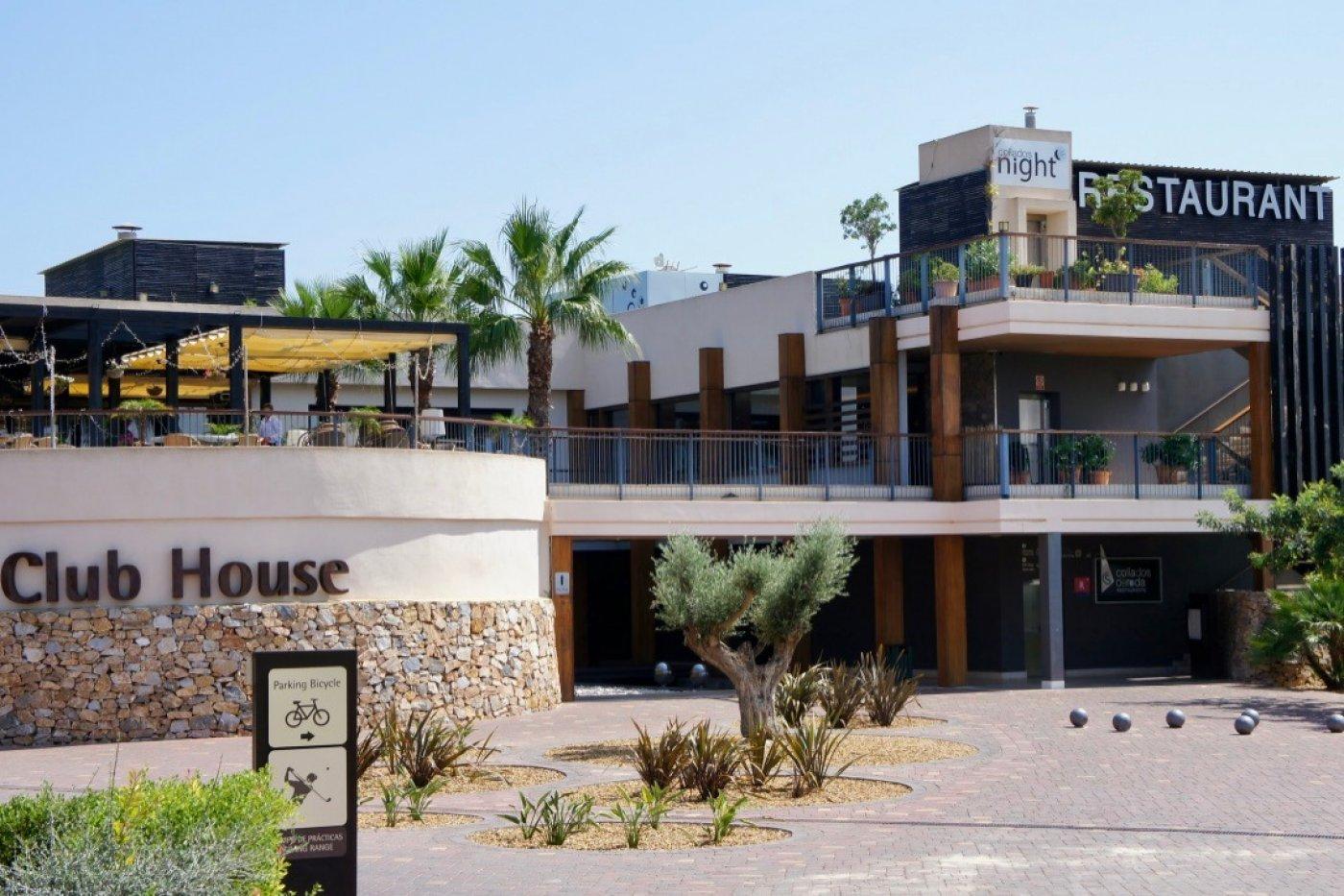 Galleribillede 10 of Nybygget moderne villa med egen pøl på Roda Golf
