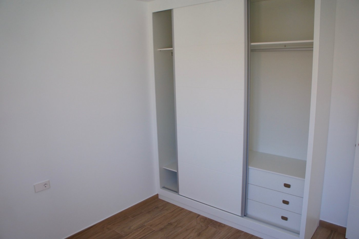 Gallery Image 10 of Nuevo apartamento listo en la planta superior de 2 dormitorios a solo 2 minutos a pie de las playas,