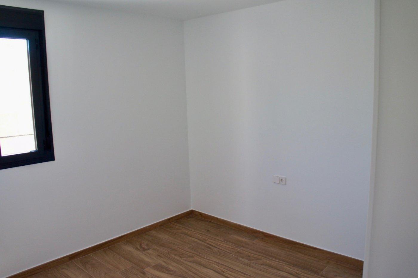 Gallery Image 11 of Nuevo apartamento listo en la planta superior de 2 dormitorios a solo 2 minutos a pie de las playas,