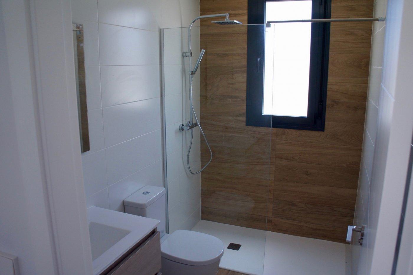 Gallery Image 14 of Nuevo apartamento listo en la planta superior de 2 dormitorios a solo 2 minutos a pie de las playas,