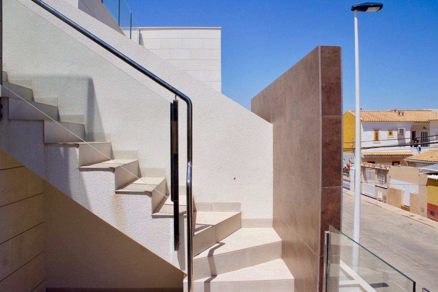 Gallery Image 16 of Nuevo apartamento listo en la planta superior de 2 dormitorios a solo 2 minutos a pie de las playas,