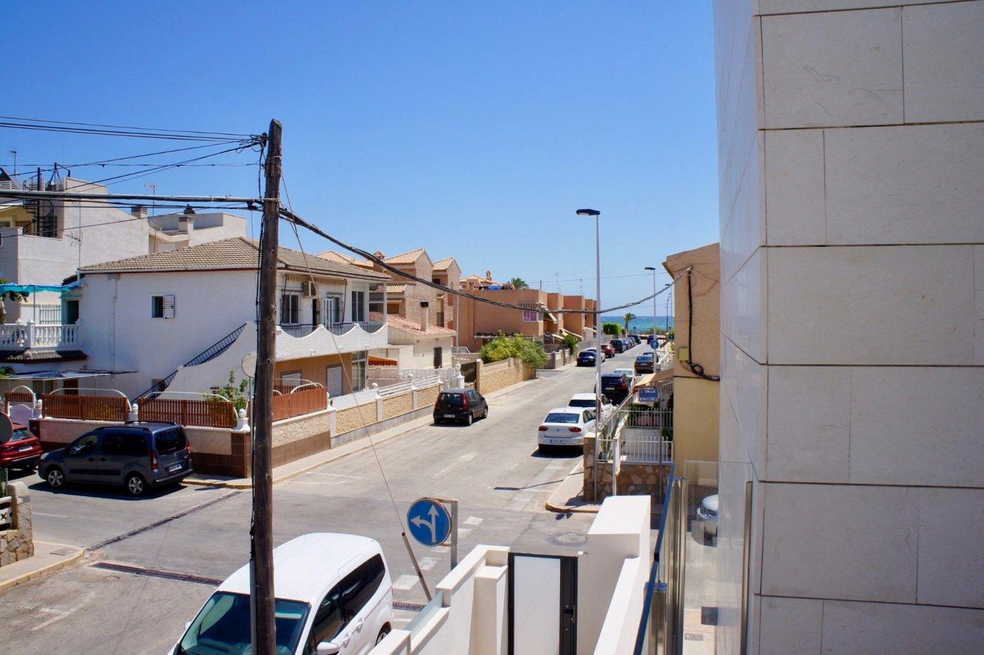 Gallery Image 17 of Nuevo apartamento listo en la planta superior de 2 dormitorios a solo 2 minutos a pie de las playas,
