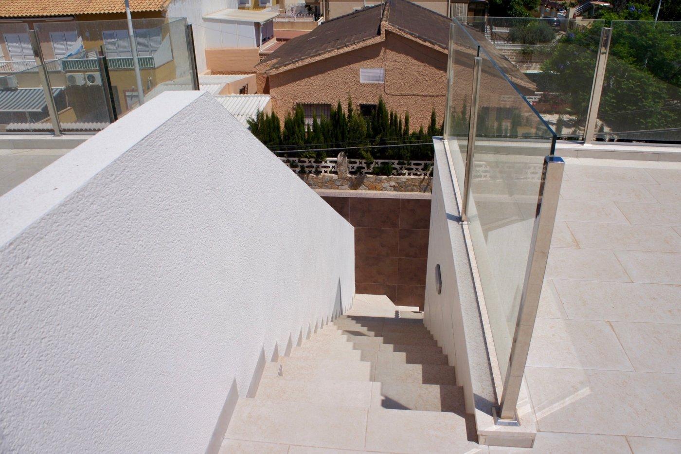 Gallery Image 21 of Nuevo apartamento listo en la planta superior de 2 dormitorios a solo 2 minutos a pie de las playas,
