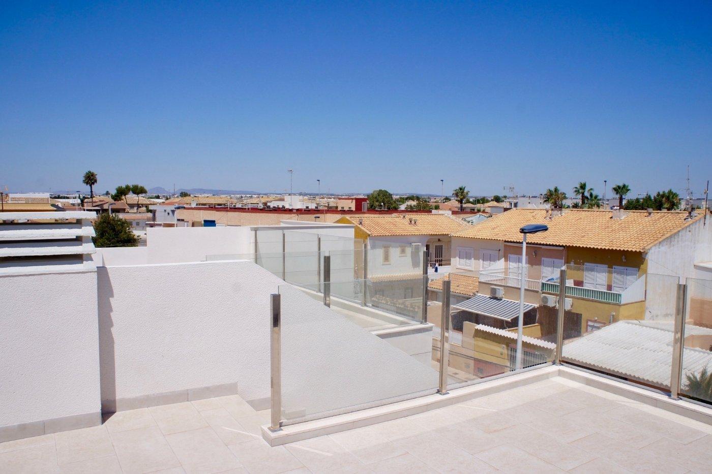 Gallery Image 22 of Nuevo apartamento listo en la planta superior de 2 dormitorios a solo 2 minutos a pie de las playas,