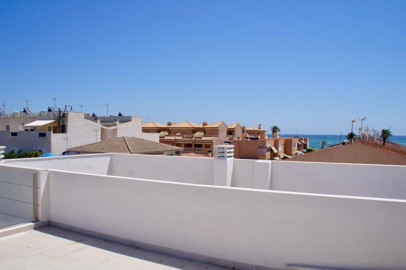 Gallery Image 24 of Nuevo apartamento listo en la planta superior de 2 dormitorios a solo 2 minutos a pie de las playas,