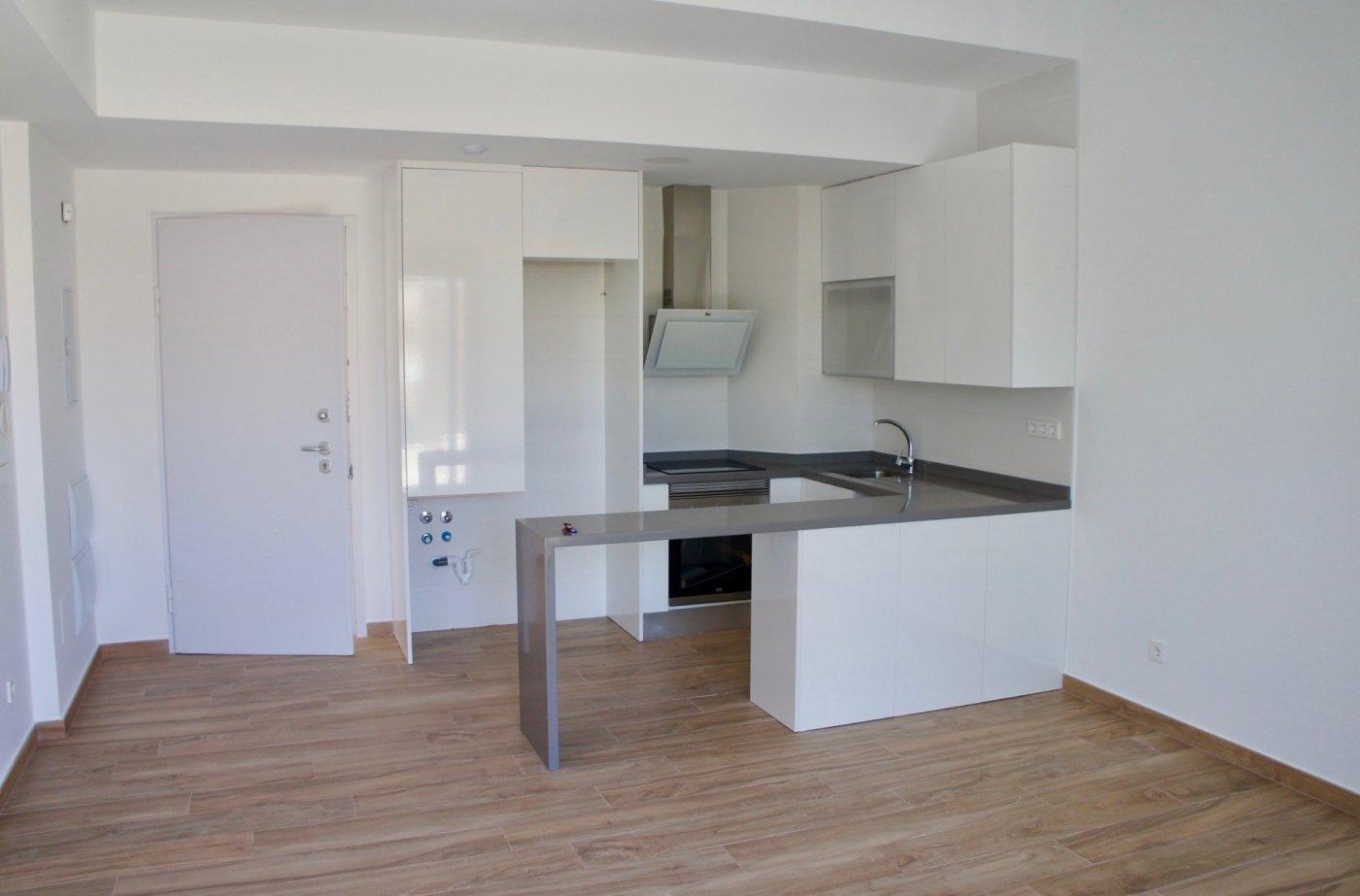 Imagen de la galería 3 of Nuevo apartamento listo en la planta superior de 2 dormitorios a solo 2 minutos a pie de las playas,