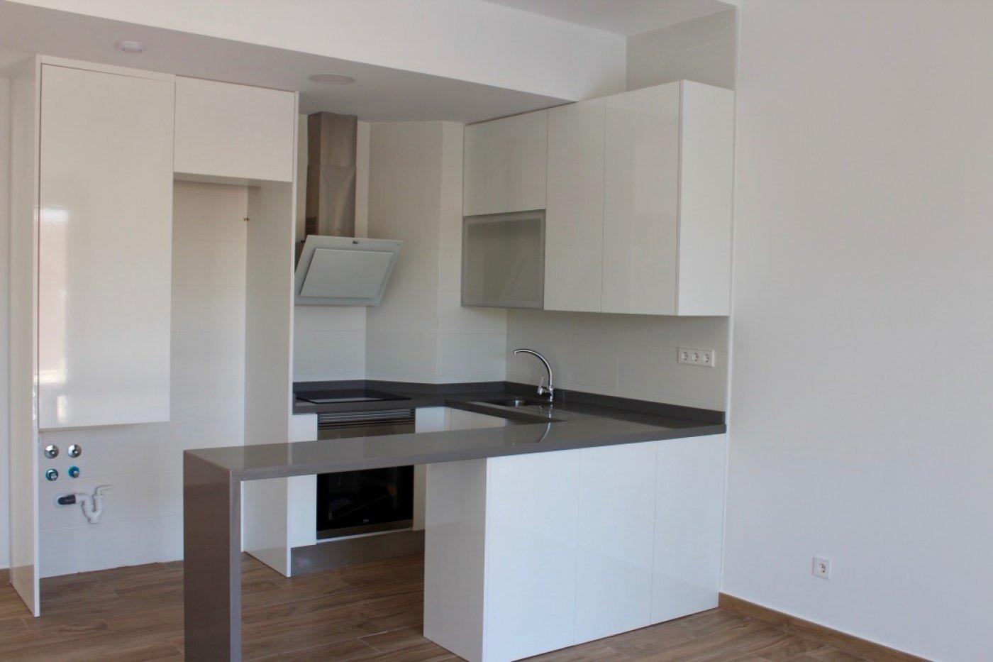 Imagen de la galería 4 of Nuevo apartamento listo en la planta superior de 2 dormitorios a solo 2 minutos a pie de las playas,