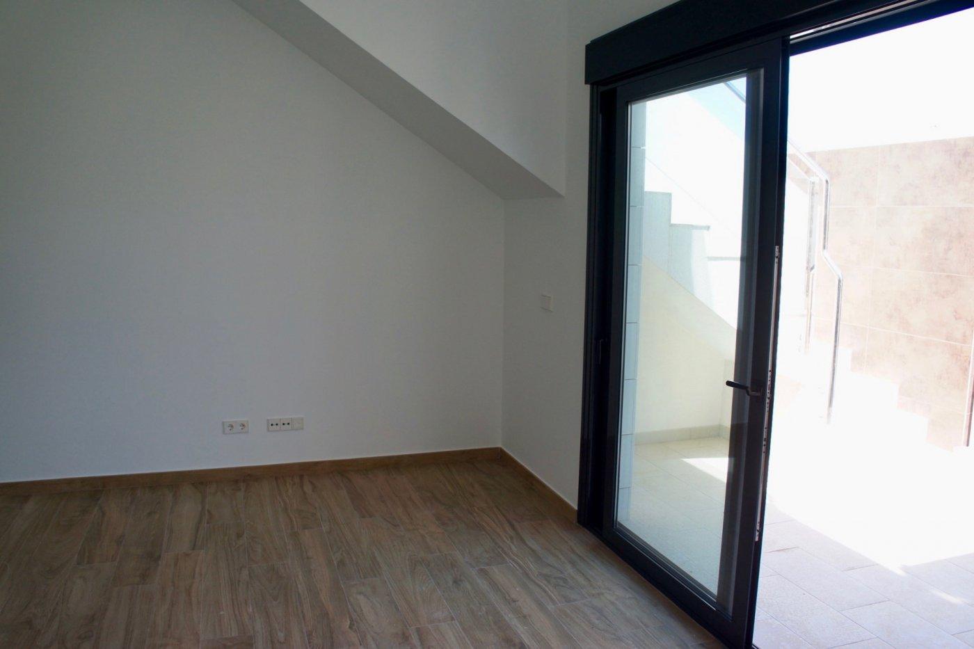 Imagen de la galería 6 of Nuevo apartamento listo en la planta superior de 2 dormitorios a solo 2 minutos a pie de las playas,