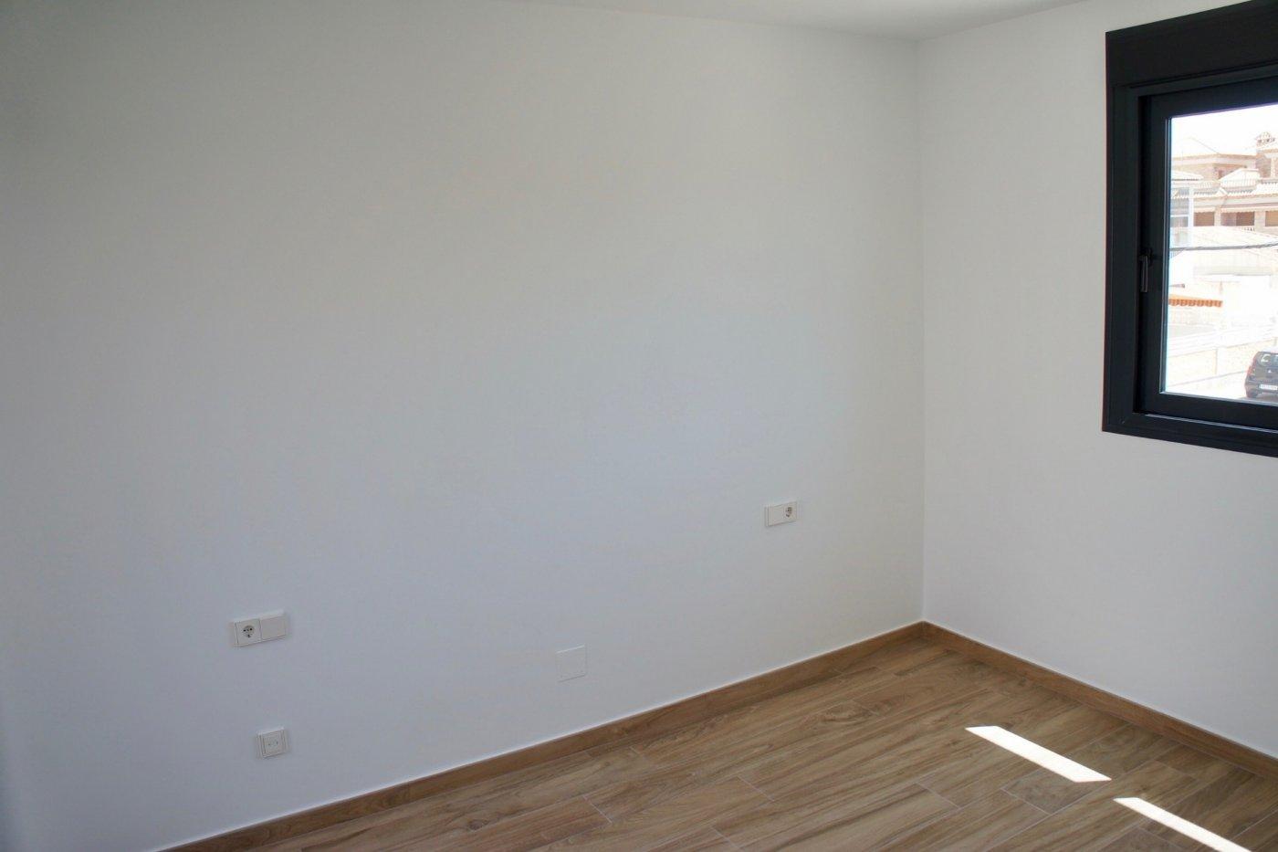 Imagen de la galería 8 of Nuevo apartamento listo en la planta superior de 2 dormitorios a solo 2 minutos a pie de las playas,
