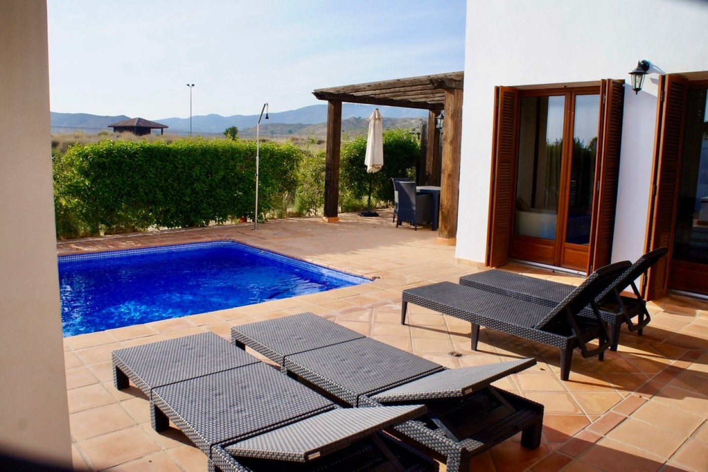 Galleribillede 1 of I første linie til golf banen, solrig 4 vær et plans villa med 2 badevær of egen pool