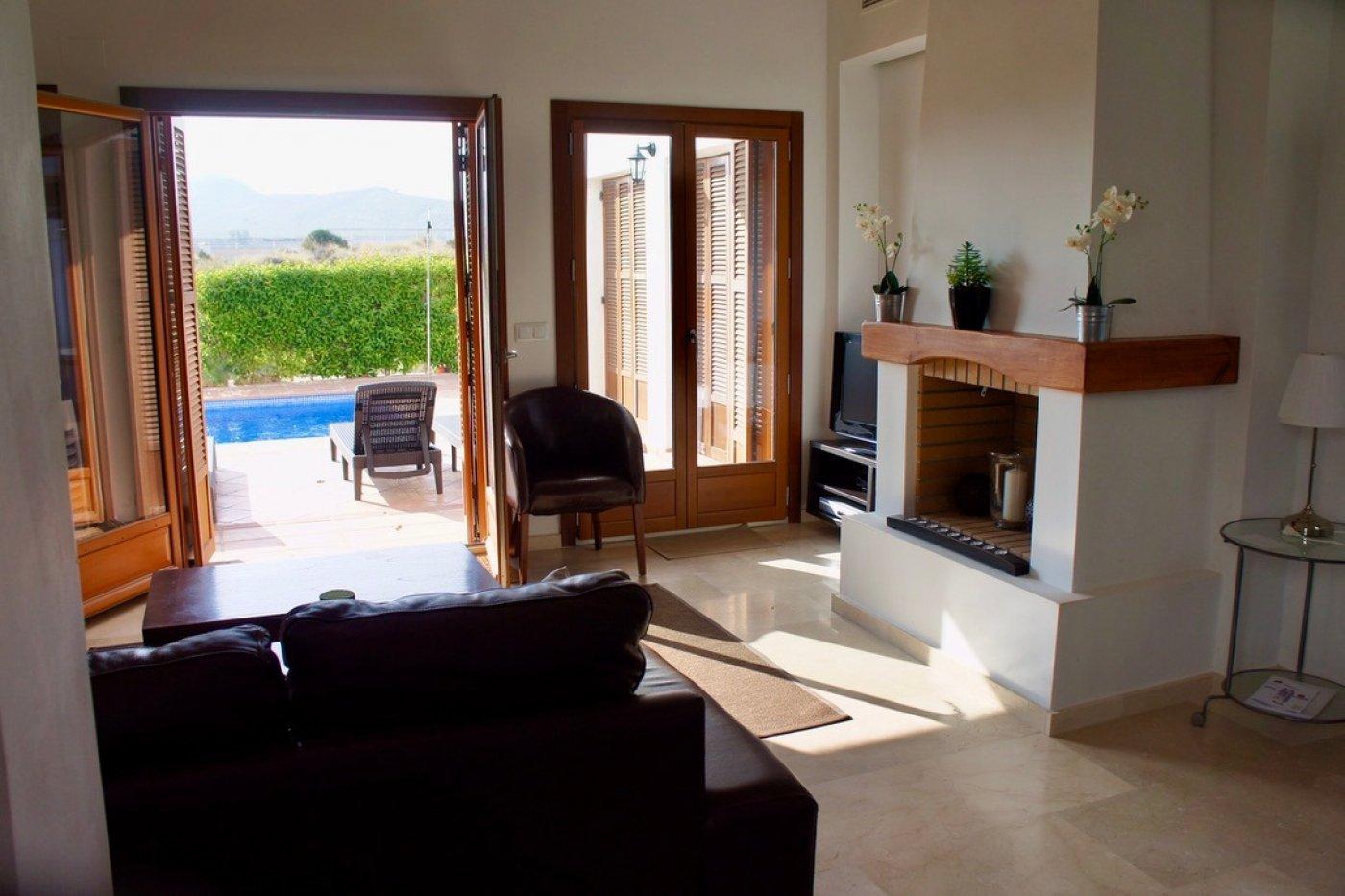 Galleribillede 2 of I første linie til golf banen, solrig 4 vær et plans villa med 2 badevær of egen pool
