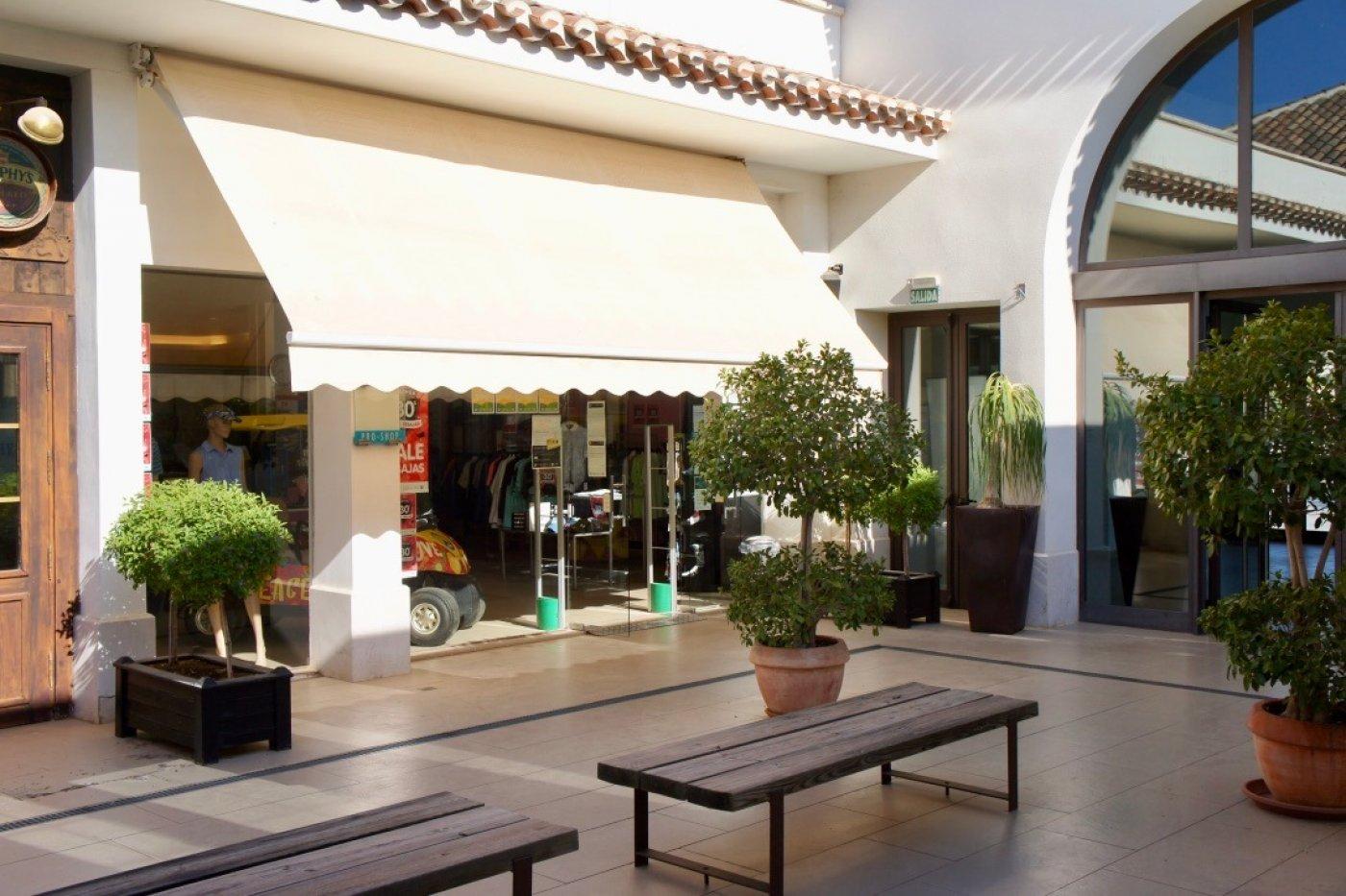 Galleribillede 32 of I første linie til golf banen, solrig 4 vær et plans villa med 2 badevær of egen pool