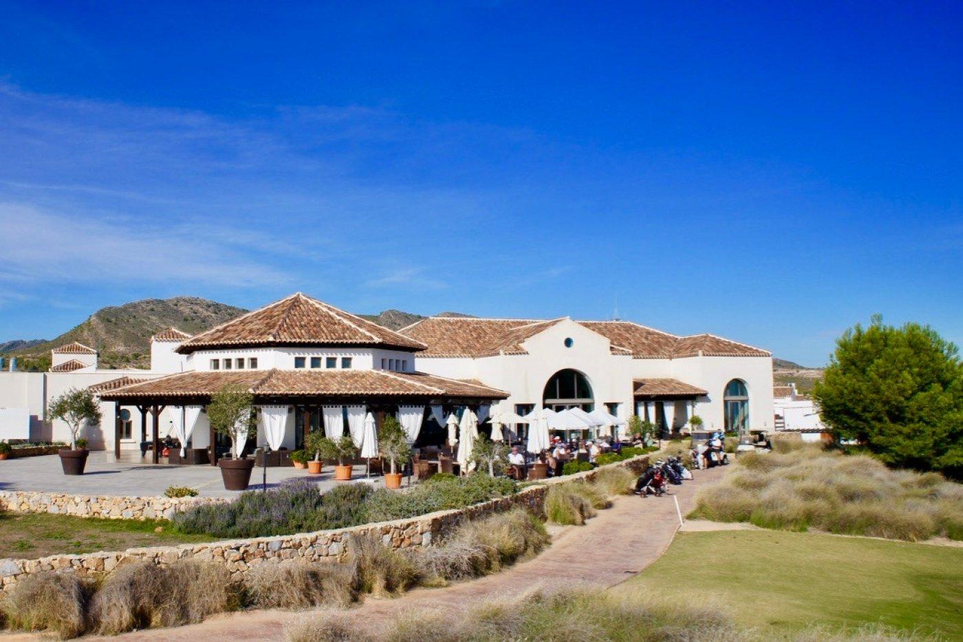 Galleribillede 33 of I første linie til golf banen, solrig 4 vær et plans villa med 2 badevær of egen pool
