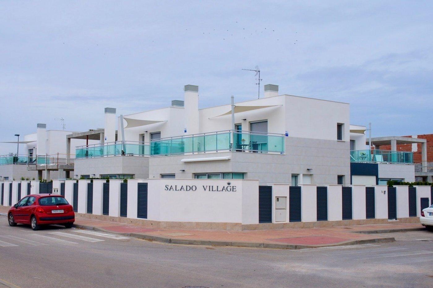 Galleribillede 1 of Super lækker nyopført villa ved strand og golf med egen pool og 25 m2 sol terrasse