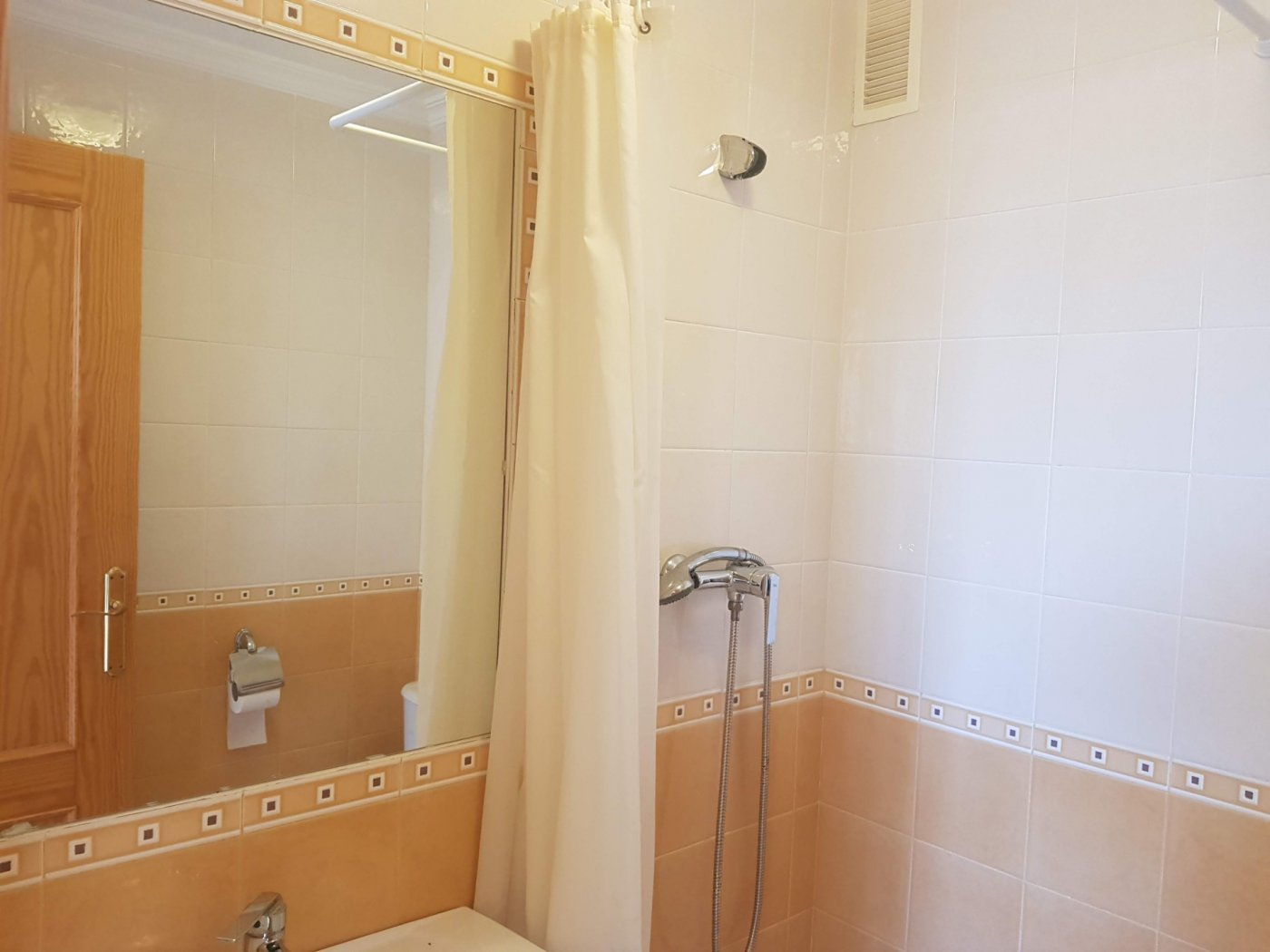 Gallery Image 20 of Fantastic corner apartment on walking distance of beach and shopping centre