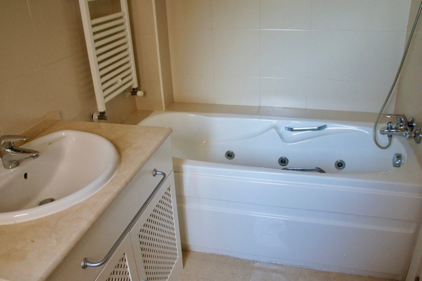 Gallery Image 13 of Nice 2nd  garden flat with views, 2 bed and 2 bath in lovely Golf Resort