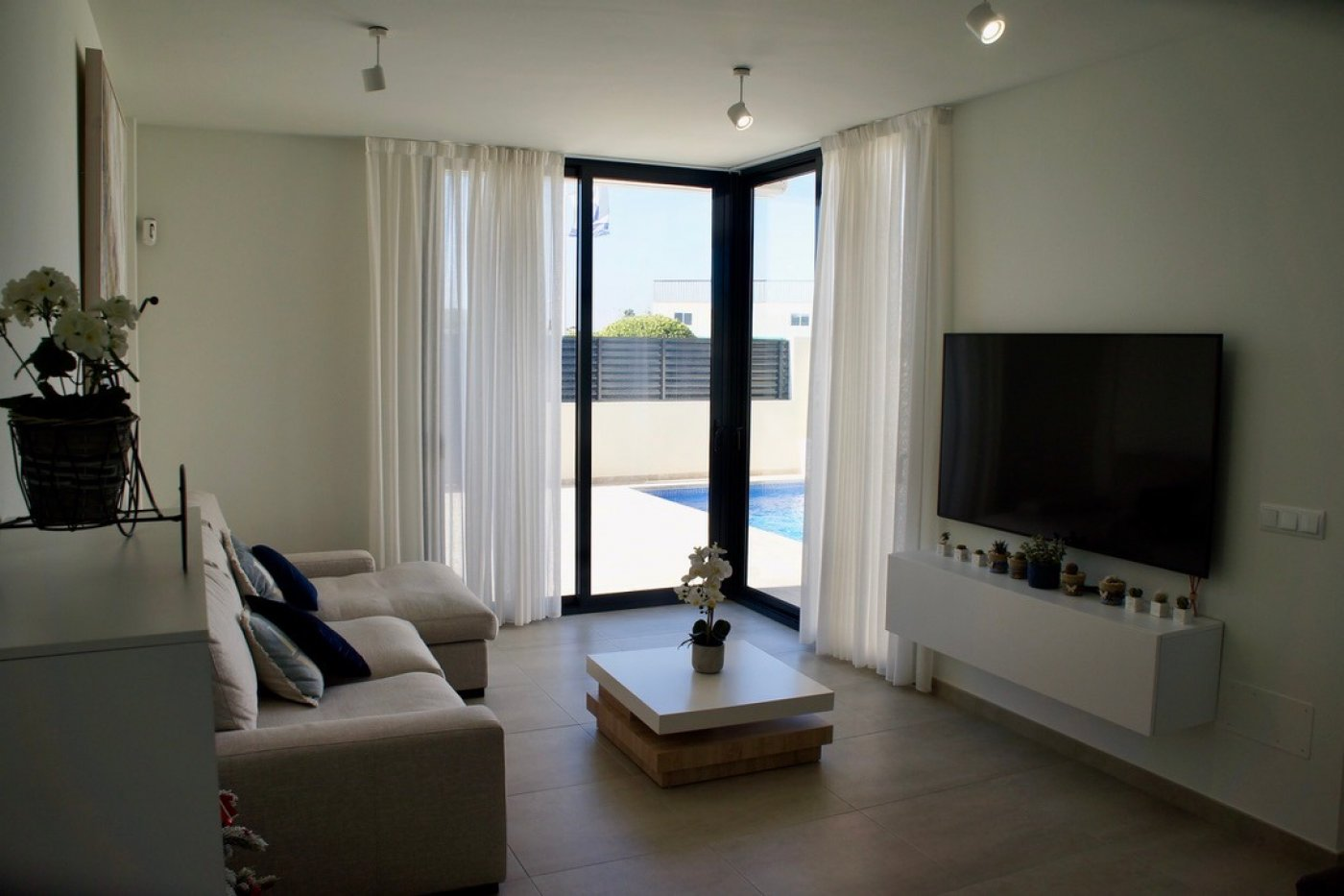 Gallery Image 5 of fantastic offer, 2 bed, 2 bath garden flat with private pool in Lo Pagan