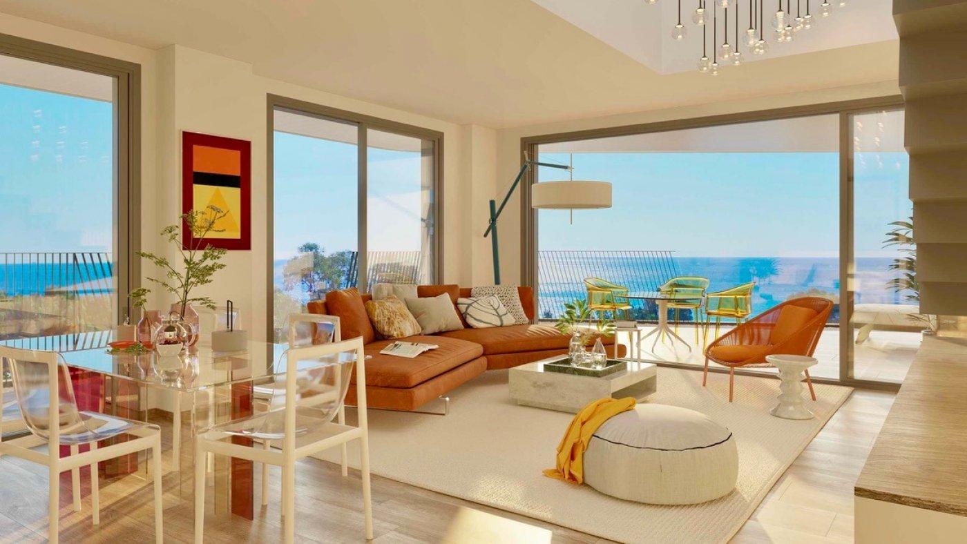 Galleribillede 1 of Kæmpe terrasse, havudsigt, 75 m fra stranden - 4 vær luksus lejlighed