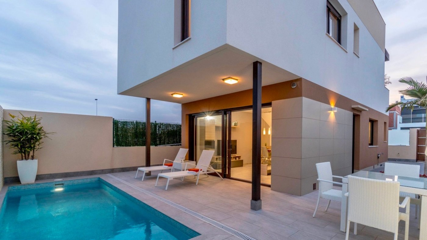 Gallery Image 15 of Furnished key ready 3 bed, 2 bath villa with 50 m2 solarium and private pool.