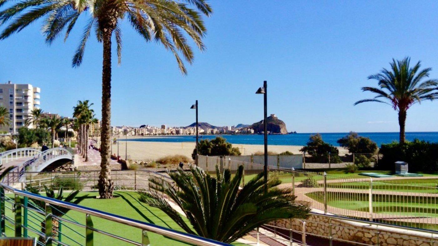 Galleribillede 24 of Kæmpe terrasse, hav udsigt. 4 vær. lejlighed, 2 badevær., kun 5 min gang fra strand