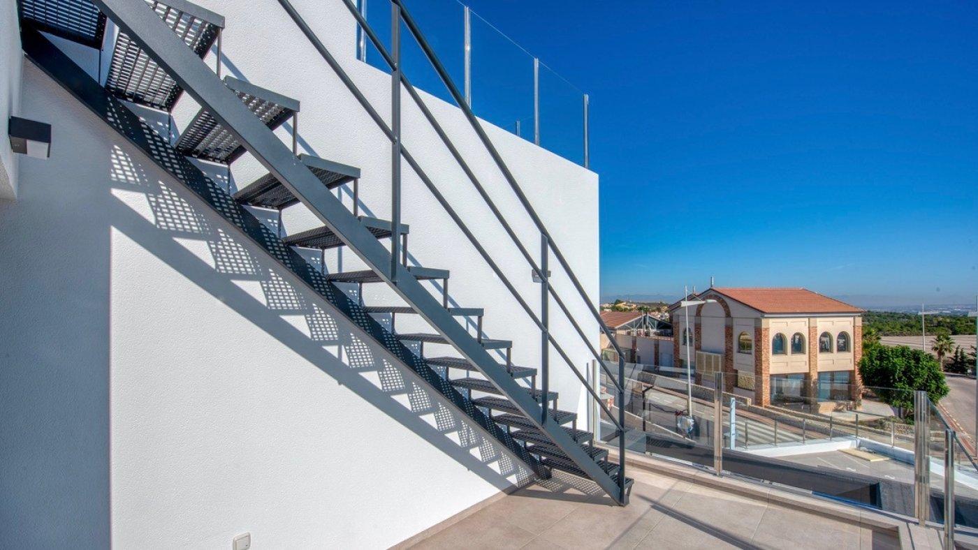 Galleribillede 12 of Luksus villa med egen pool, 3 badevær., kælder med garage og tagterrasse på La Finca Golf Resort