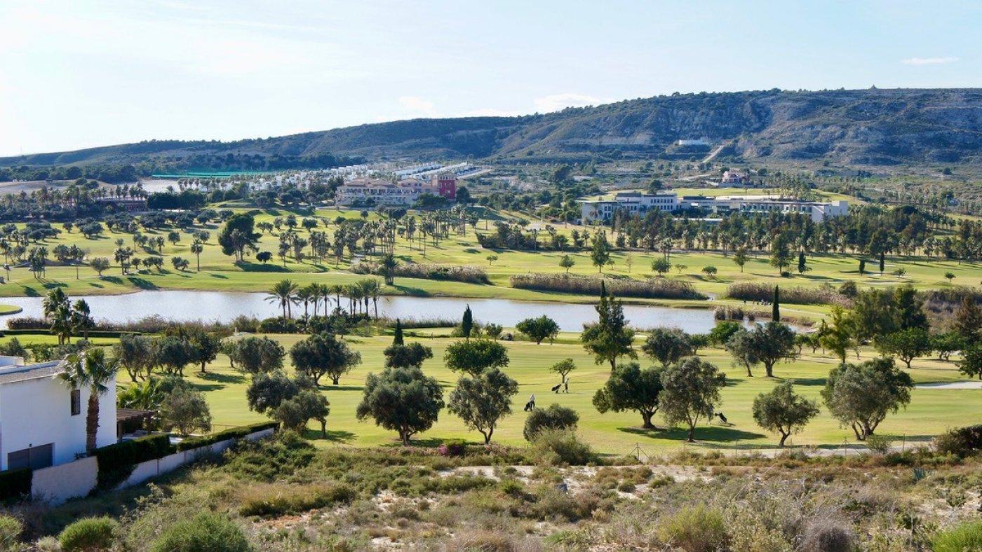 Galleribillede 16 of Luksus villa med egen pool, 3 badevær., kælder med garage og tagterrasse på La Finca Golf Resort