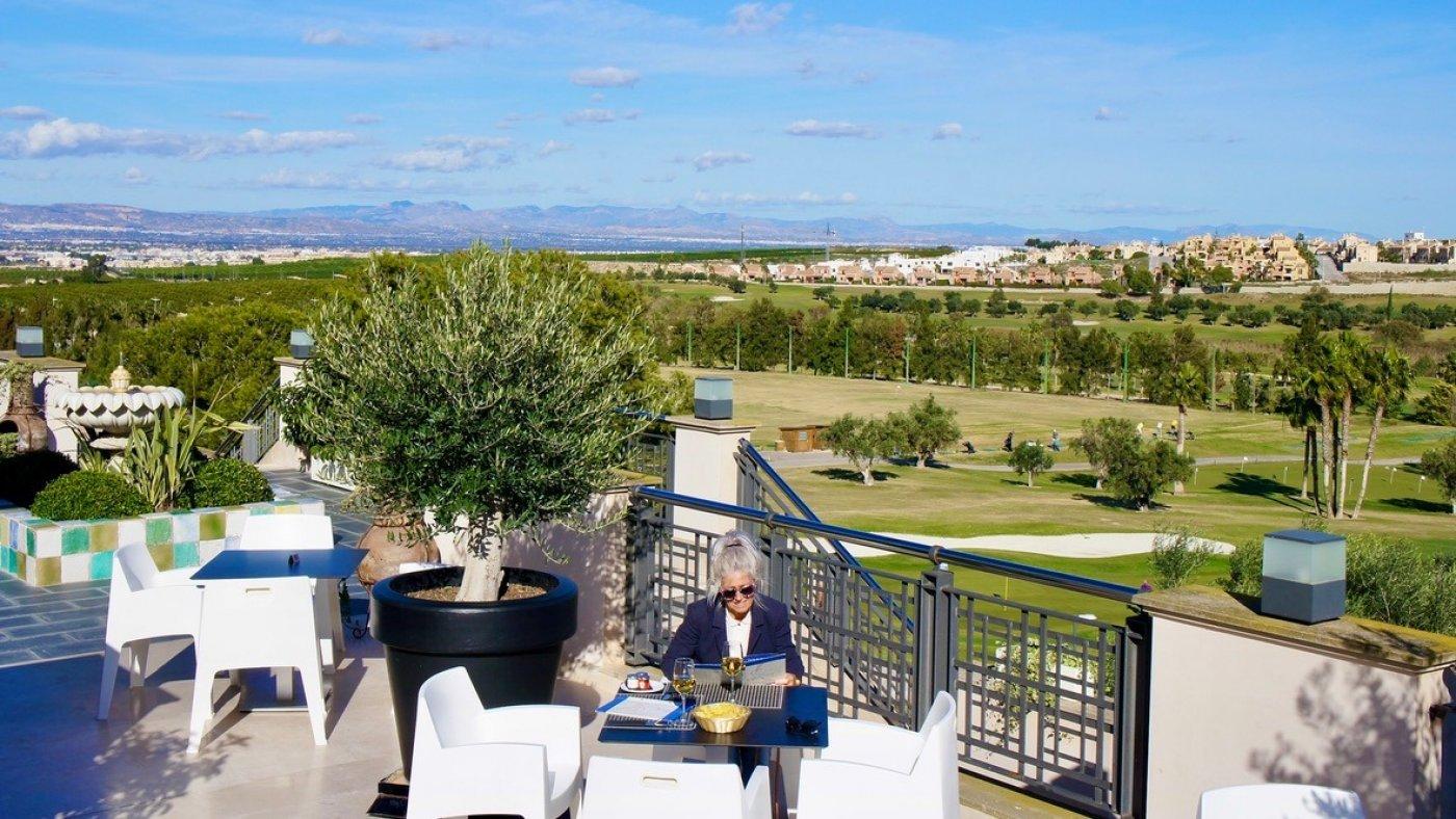 Galleribillede 17 of Luksus villa med egen pool, 3 badevær., kælder med garage og tagterrasse på La Finca Golf Resort