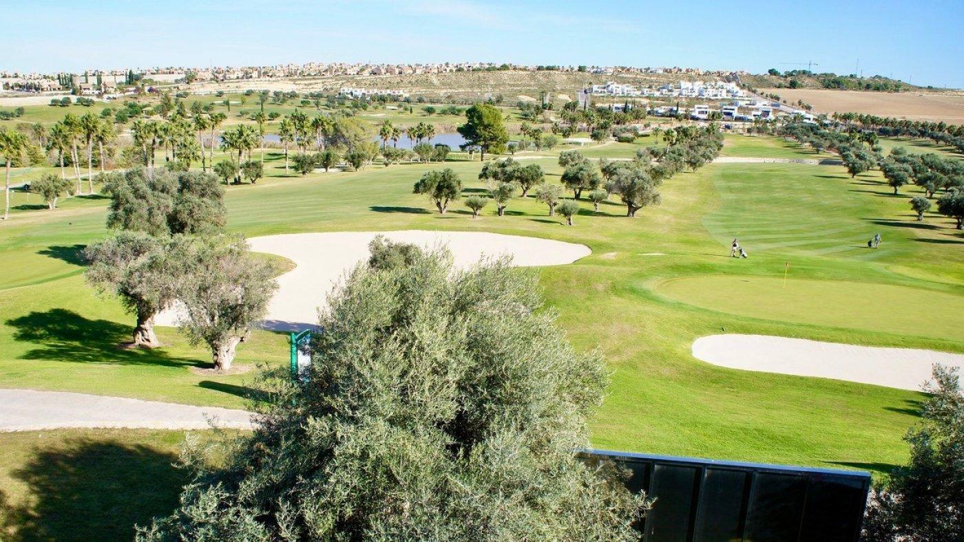 Galleribillede 18 of Luksus villa med egen pool, 3 badevær., kælder med garage og tagterrasse på La Finca Golf Resort