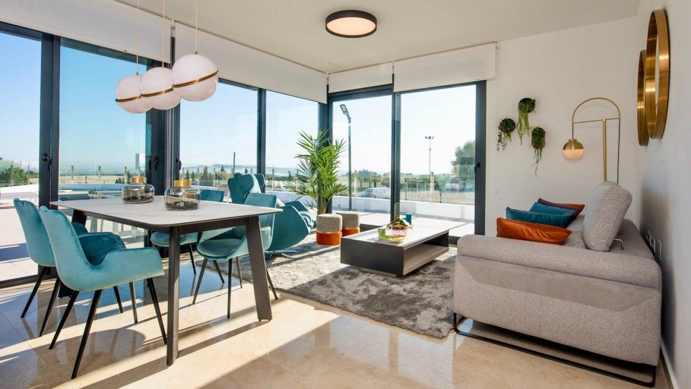 Galleribillede 1 of Luksus villa med egen pool, 3 badevær., kælder med garage og tagterrasse på La Finca Golf Resort
