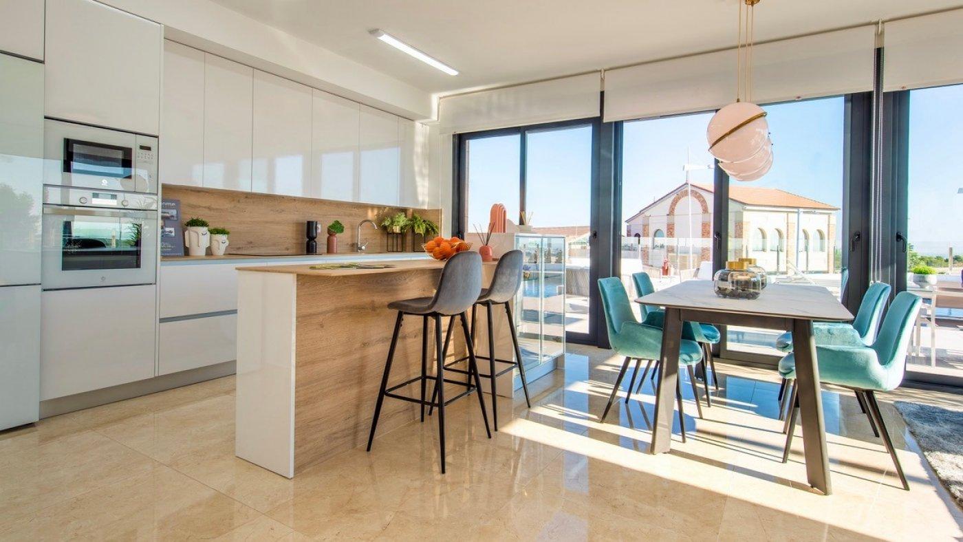 Galleribillede 2 of Luksus villa med egen pool, 3 badevær., kælder med garage og tagterrasse på La Finca Golf Resort