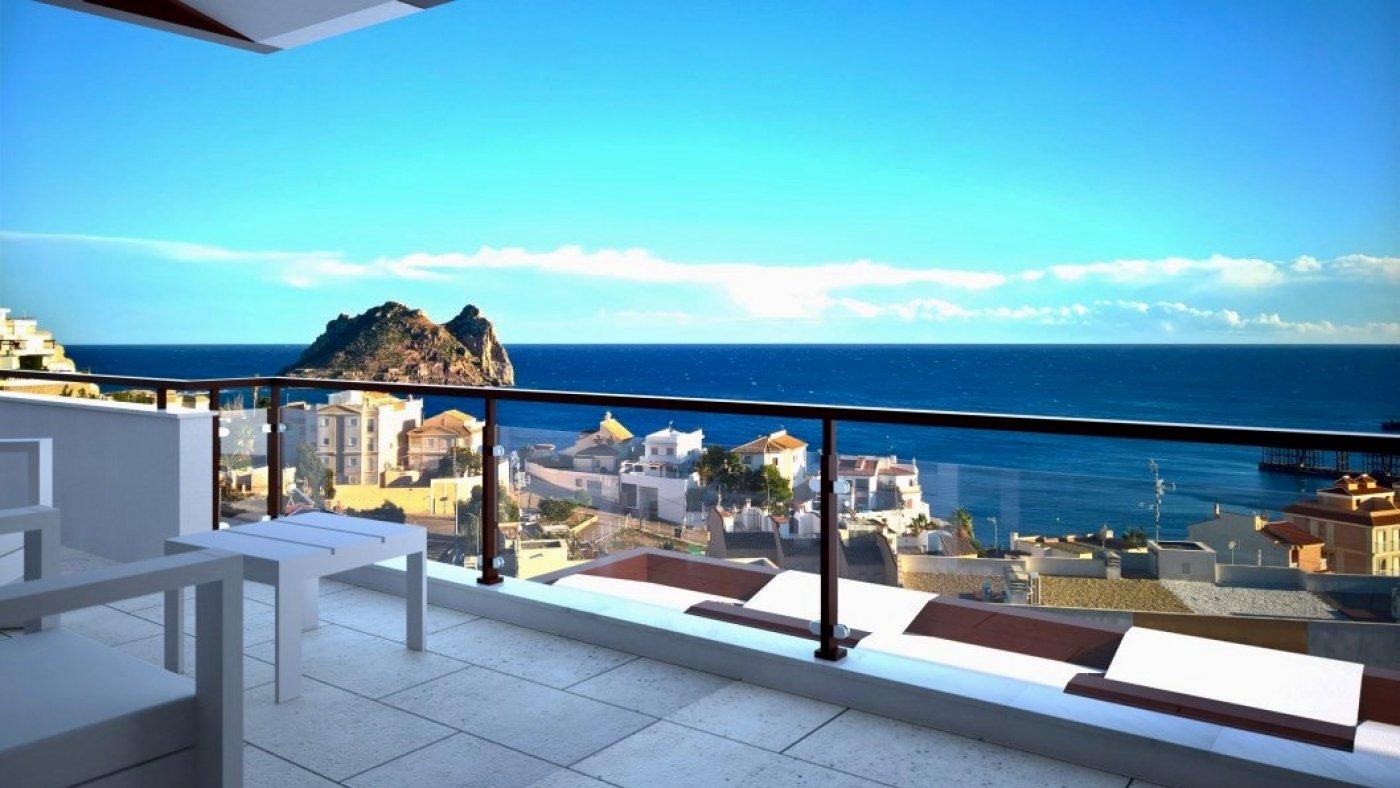 Galleribillede 1 of Fantastisk udsigt fra 36 m2 terrasse. luksus 4 vær. lejlighed, 2 badevær., kun 5 min gang fra strand
