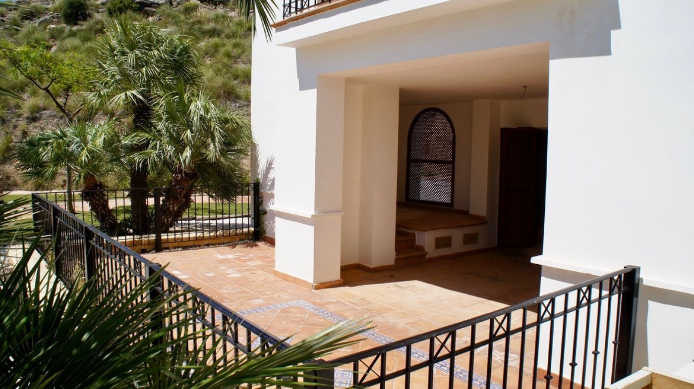 Gallery Image 11 of Large 2 bed, 2 bath ground floor apartment with big terrasse and good size garden.