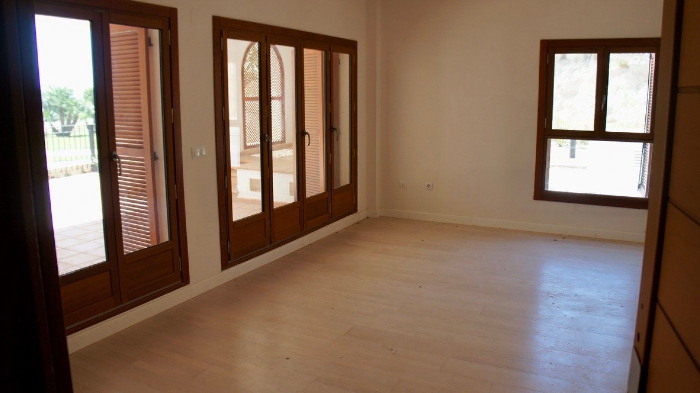 Gallery Image 4 of Large 2 bed, 2 bath ground floor apartment with big terrasse and good size garden.
