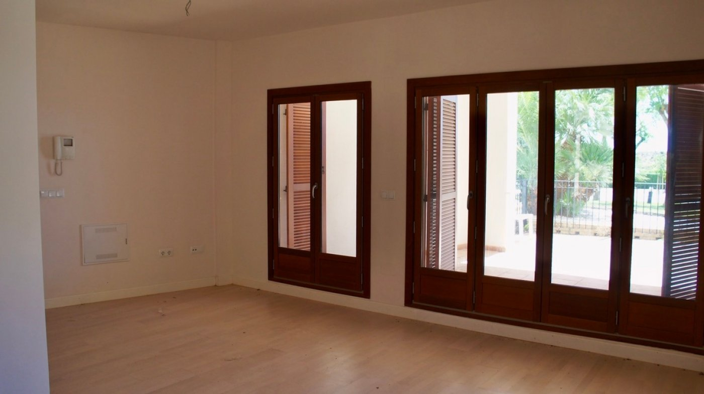 Gallery Image 5 of Large 2 bed, 2 bath ground floor apartment with big terrasse and good size garden.